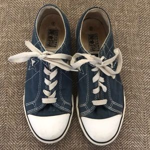 Converse One Star Sneakers Size 3.